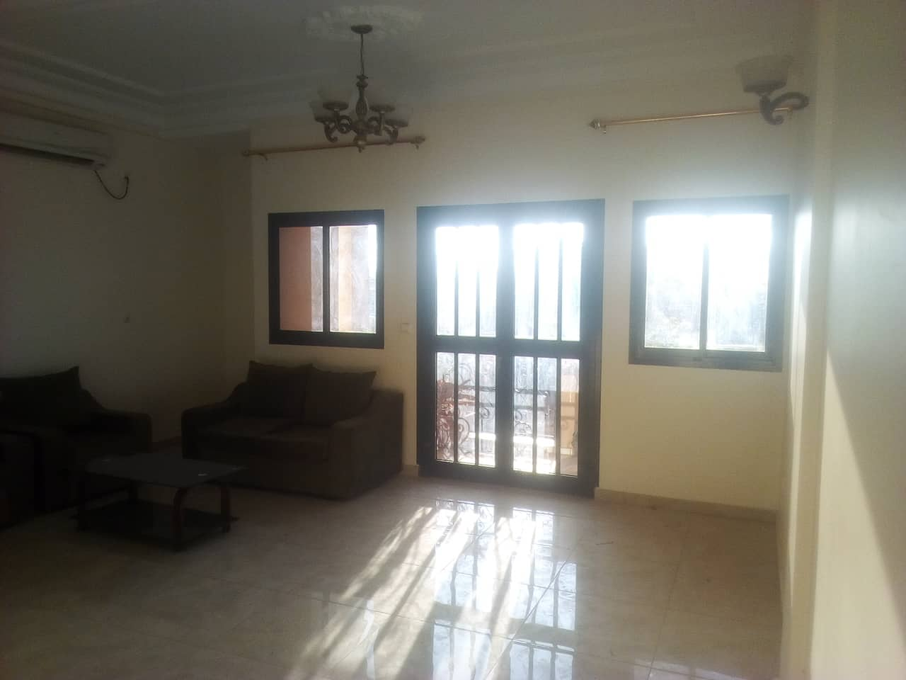 Apartment to rent - Yaoundé, Ngousso, fabrique - 1 living room(s), 3 bedroom(s), 3 bathroom(s) - 300 000 FCFA / month