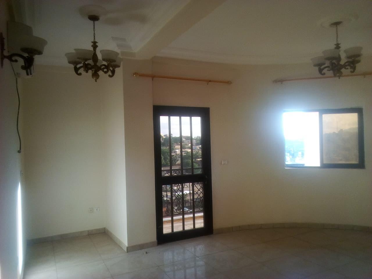 Apartment to rent - Yaoundé, Ngousso, fabrique - 1 living room(s), 2 bedroom(s), 3 bathroom(s) - 200 000 FCFA / month