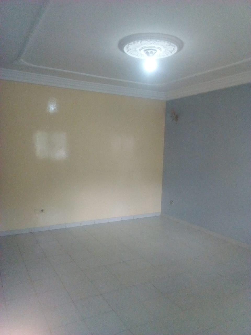 Apartment to rent - Yaoundé, Mbankolo, pas loin du carrefour golf - 1 living room(s), 2 bedroom(s), 1 bathroom(s) - 150 000 FCFA / month