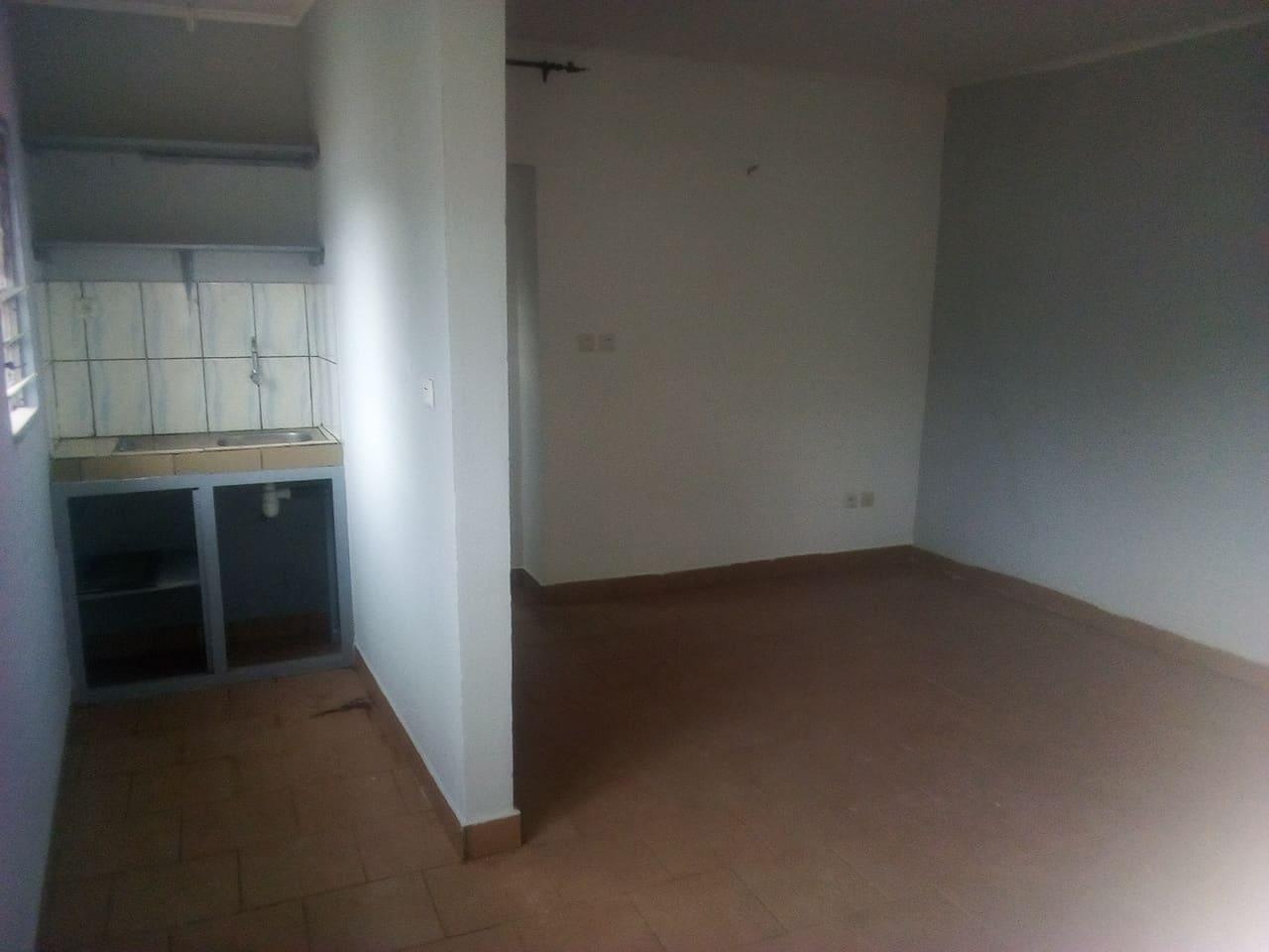 Apartment to rent - Yaoundé, Mbankolo, pas loin du carrefour golf - 1 living room(s), 2 bedroom(s), 1 bathroom(s) - 120 000 FCFA / month
