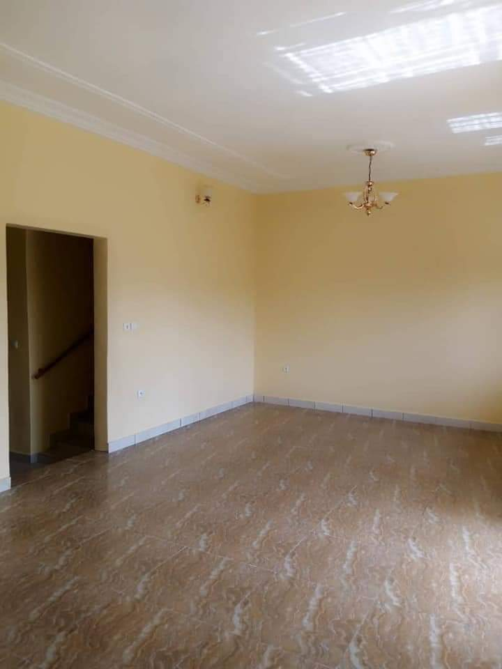 House (Villa) to rent - Douala, Yassa, Ver cité c - 1 living room(s), 3 bedroom(s), 2 bathroom(s) - 160 000 FCFA / month