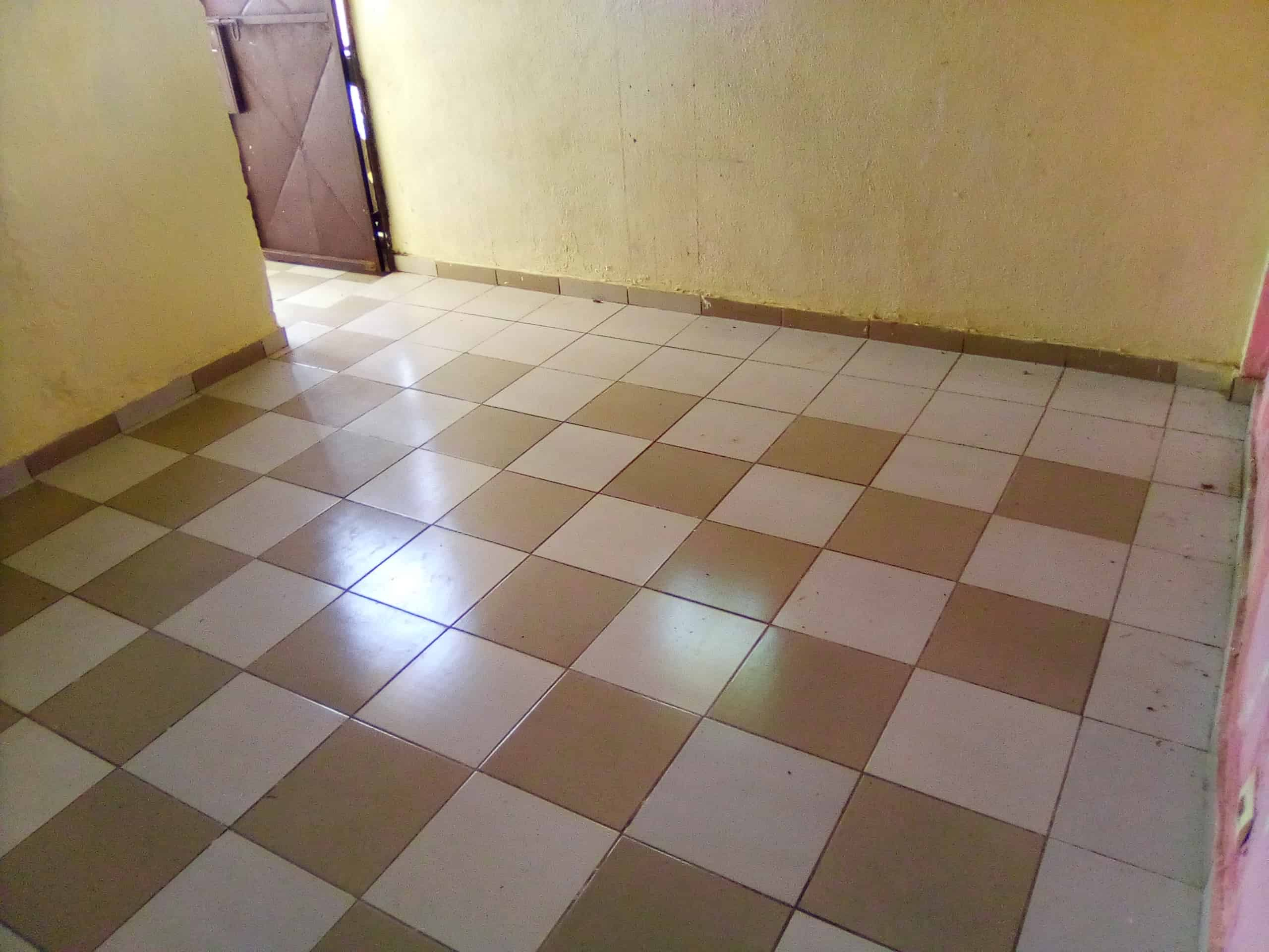 Studio to rent - Douala, Logpom, logpom - 25 000 FCFA / month
