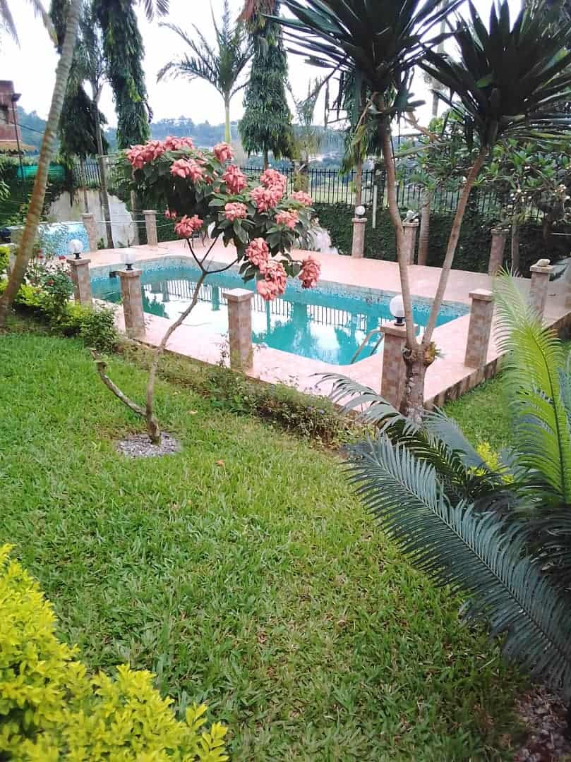 House (Villa) to rent - Yaoundé, Mbankolo, À une minute du golf - 1 living room(s), 4 bedroom(s), 3 bathroom(s) - 2 500 000 FCFA / month