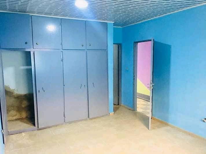 House (Villa) to rent - Douala, Bonamoussadi, Ver carrefour market - 1 living room(s), 3 bedroom(s), 2 bathroom(s) - 150 000 FCFA / month