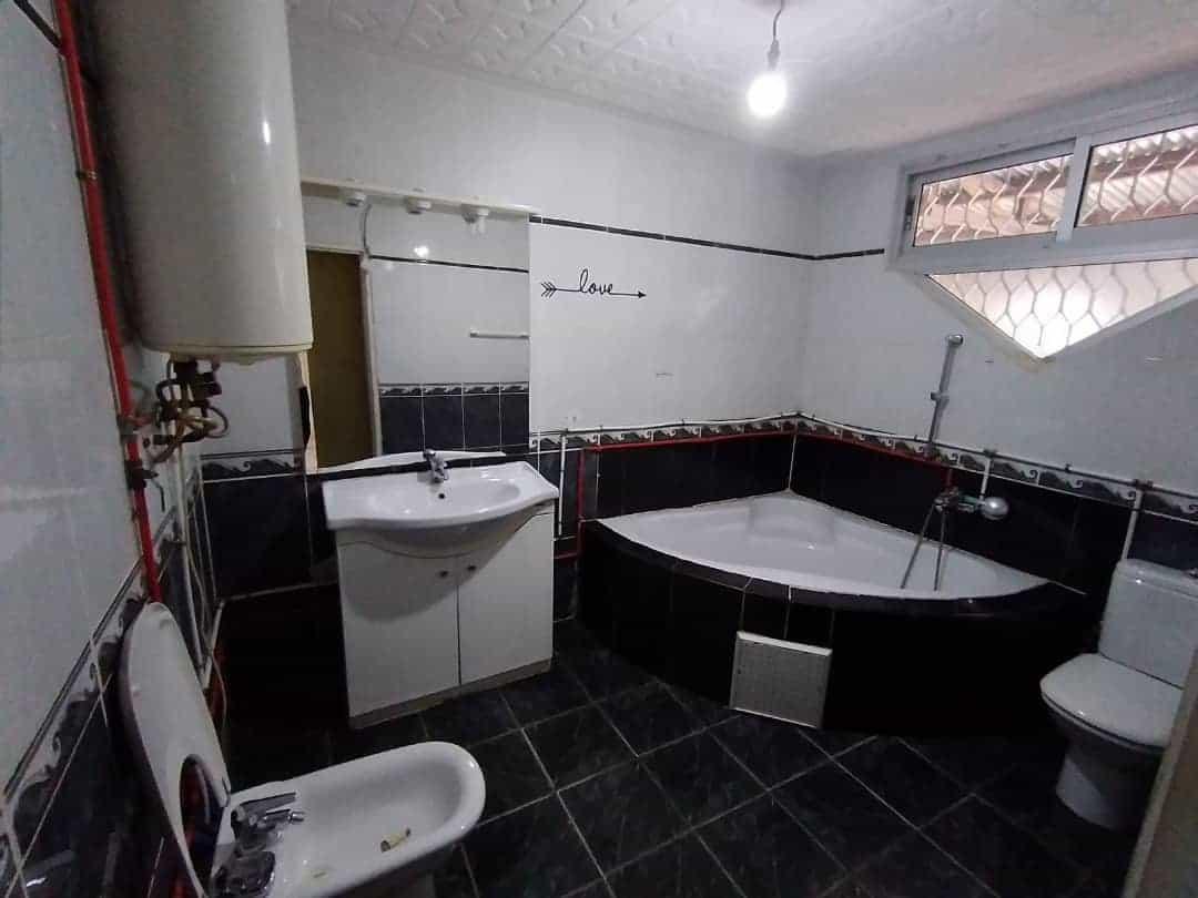 House (Villa) to rent - Douala, Bonamoussadi, Ver l'école   publique - 1 living room(s), 4 bedroom(s), 3 bathroom(s) - 350 000 FCFA / month