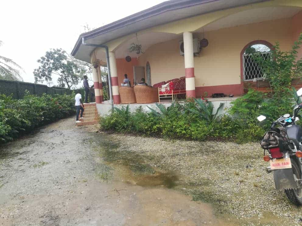 House (Villa) to rent - Douala, Bonapriso, Ver express union - 1 living room(s), 4 bedroom(s), 3 bathroom(s) - 1 200 000 FCFA / month
