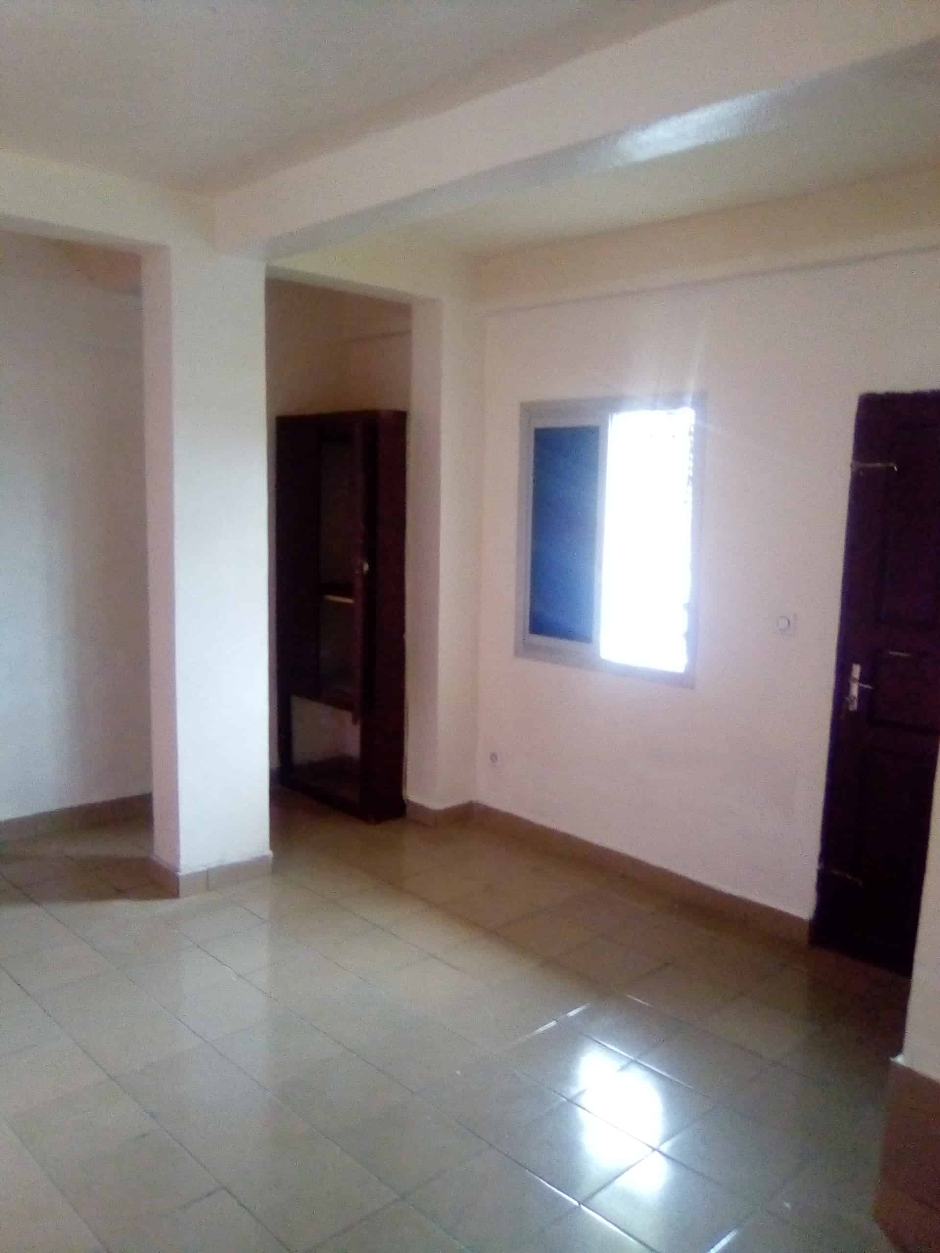 Studio to rent - Douala, Ndoghem, Ange Raphaël, Carrefour IPAH - 50 000 FCFA / month