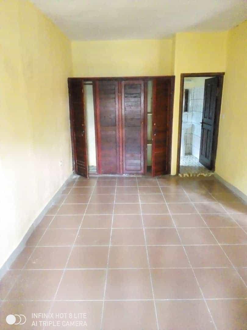 Apartment to rent - Douala, Bonamoussadi, Ver carrefour éto'o - 1 living room(s), 3 bedroom(s), 2 bathroom(s) - 150 000 FCFA / month