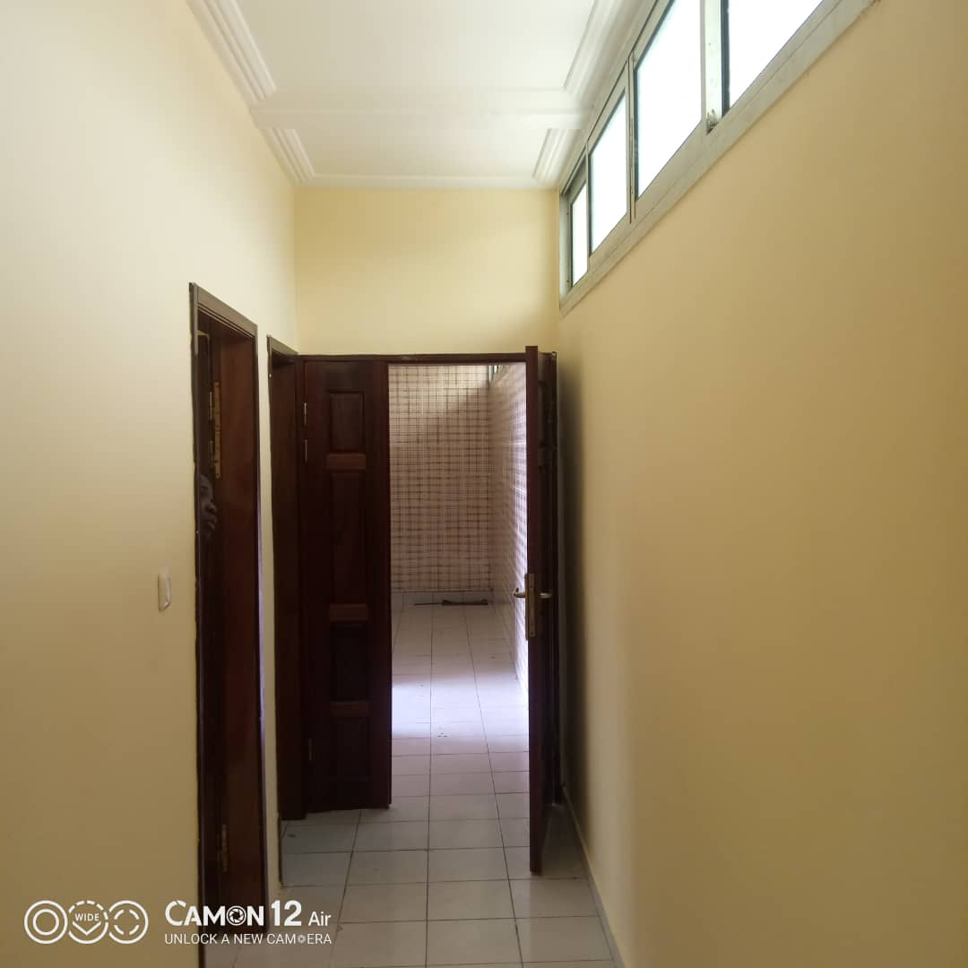 Apartment to rent - Douala, Makepe, Ver rond point petit pa - 1 living room(s), 1 bedroom(s), 1 bathroom(s) - 100 000 FCFA / month