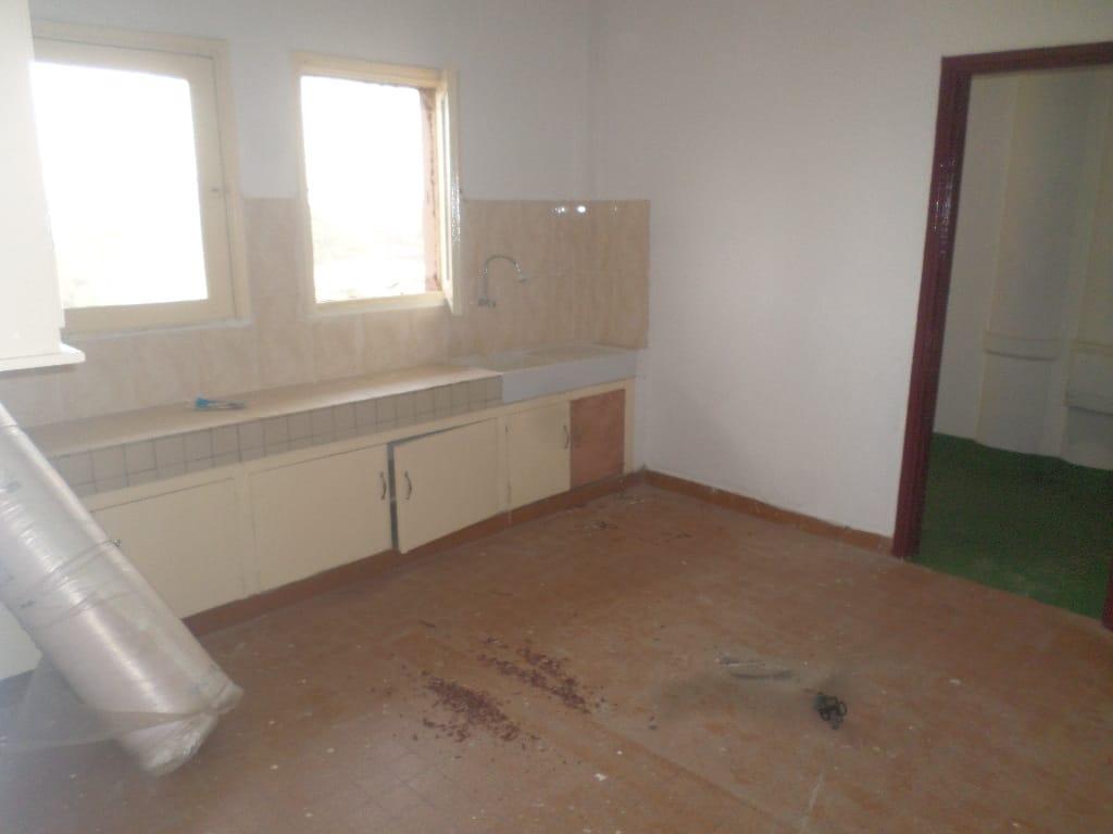 Apartment to rent - Yaoundé, Bastos, pas loin de nouvelle route tradex - 1 living room(s), 3 bedroom(s), 3 bathroom(s) - 650 000 FCFA / month