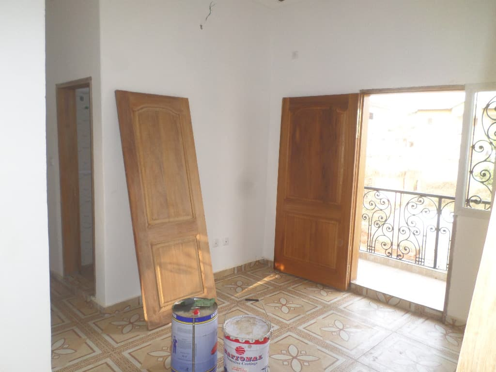 Apartment to rent - Yaoundé, Bastos, vers le golf - 1 living room(s), 1 bedroom(s), 1 bathroom(s) - 150 000 FCFA / month