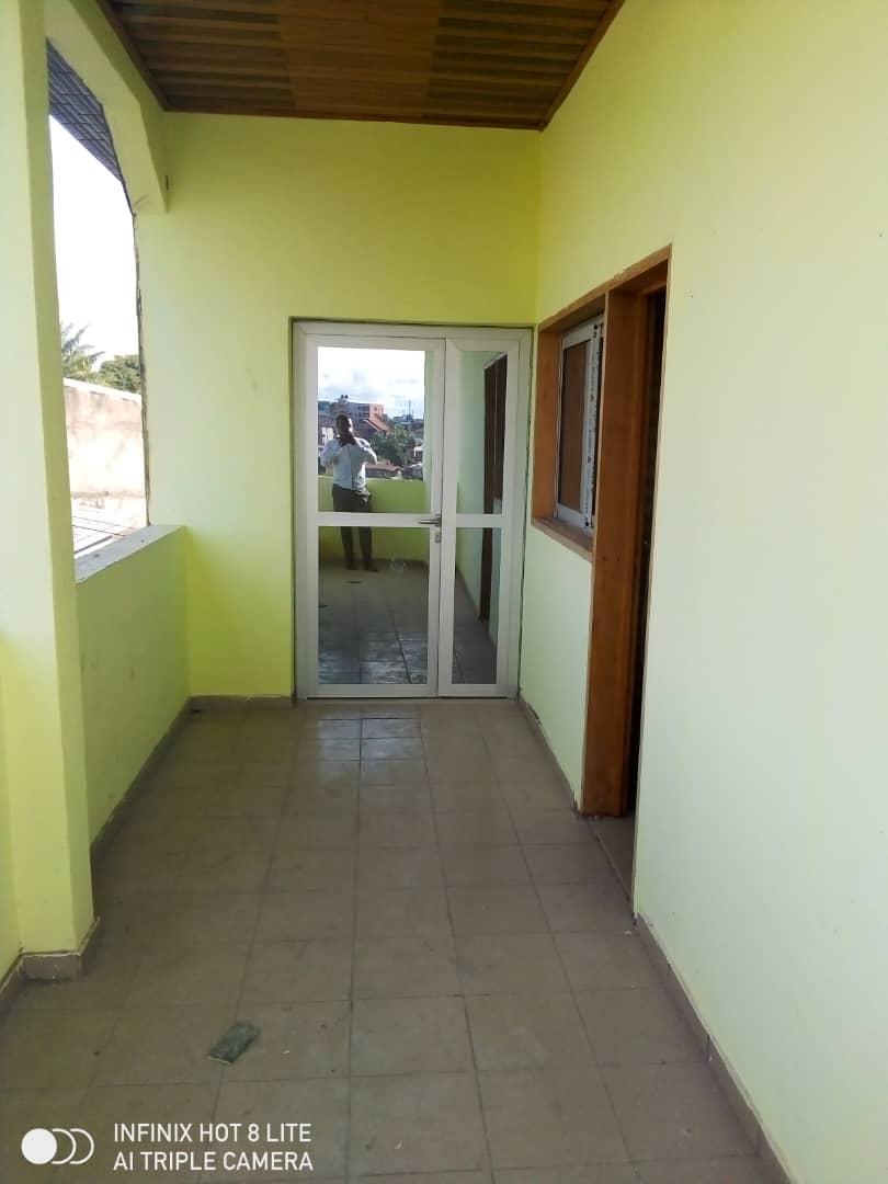 Apartment to rent - Douala, Malangue, Ver hôtel general - 1 living room(s), 1 bedroom(s), 1 bathroom(s) - 75 000 FCFA / month