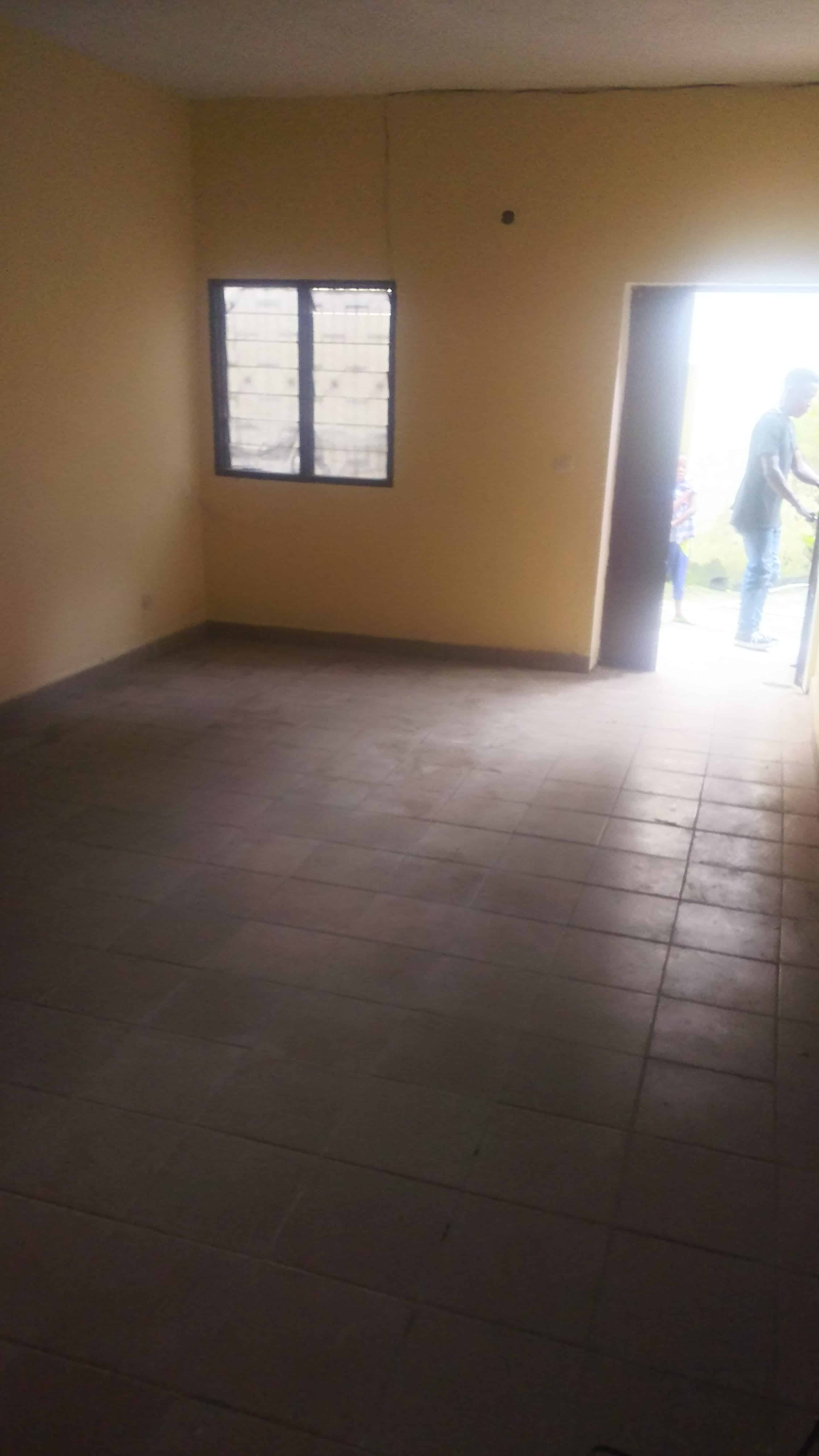 Apartment to rent - Douala, Bepanda, Yoyong en face de l'ecole la popularité - 1 living room(s), 2 bedroom(s), 1 bathroom(s) - 80 000 FCFA / month