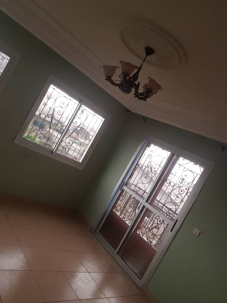 Apartment to rent - Douala, Makepe, Ver BM - 1 living room(s), 2 bedroom(s), 2 bathroom(s) - 150 000 FCFA / month