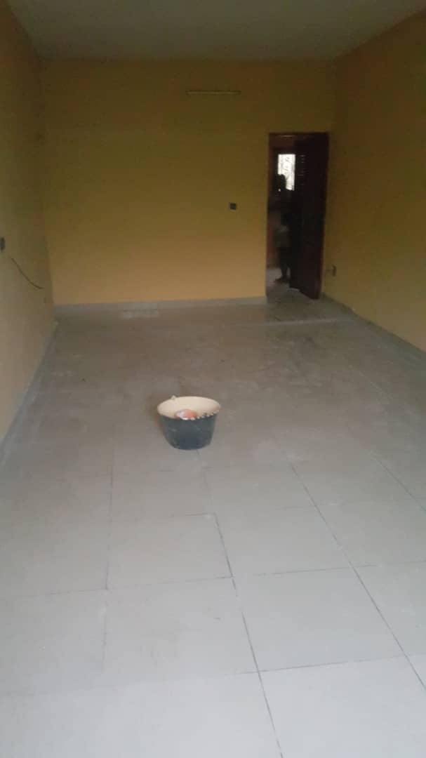 Apartment to rent - Douala, Makepe, Ver total - 1 living room(s), 3 bedroom(s), 2 bathroom(s) - 150 000 FCFA / month