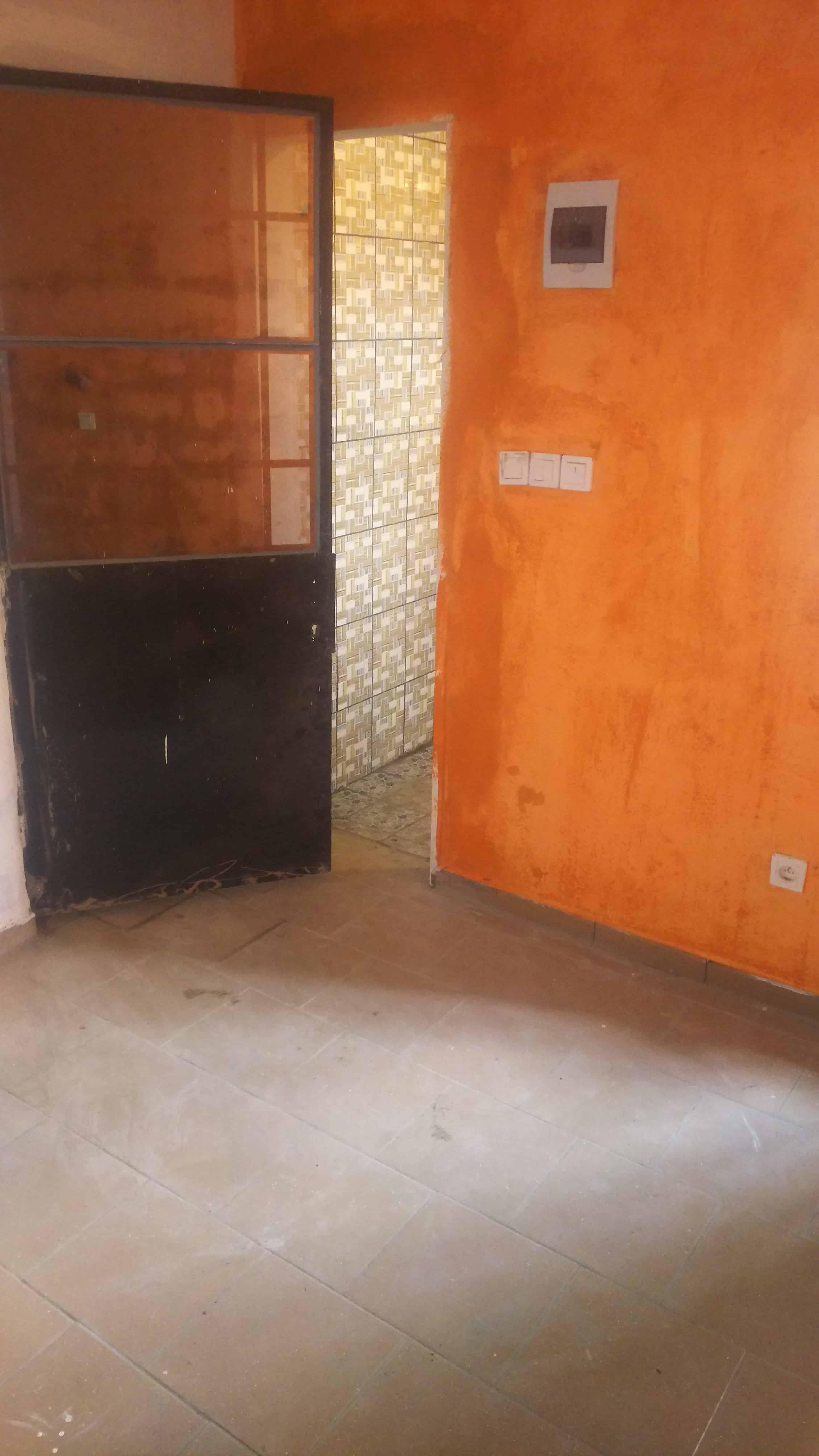 Studio to rent - Douala, Cité SIC, Entrée face sic cacao - 30 000 FCFA / month
