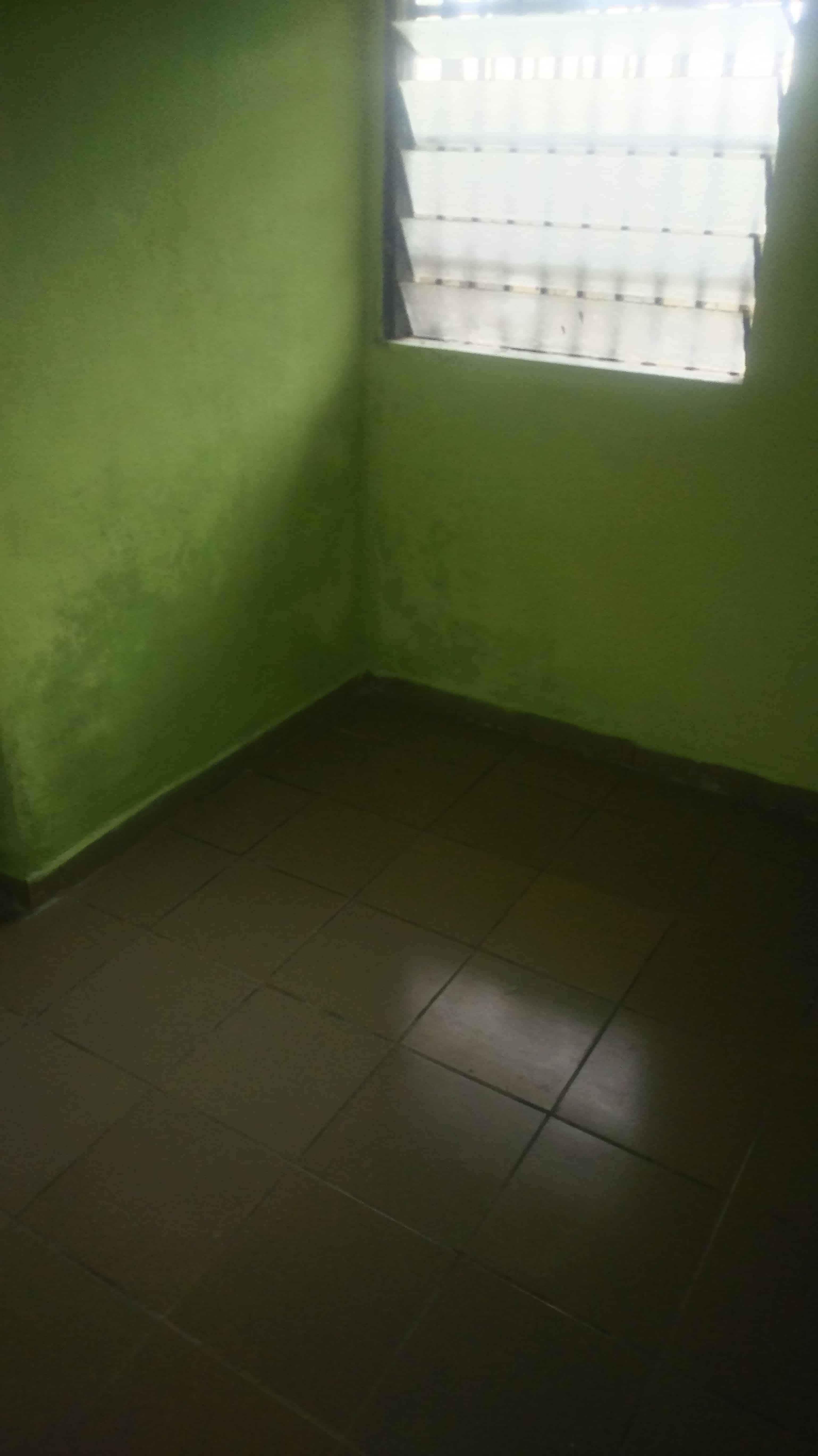 Studio to rent - Douala, Ndogbong, Entrée face IUT - 25 000 FCFA / month