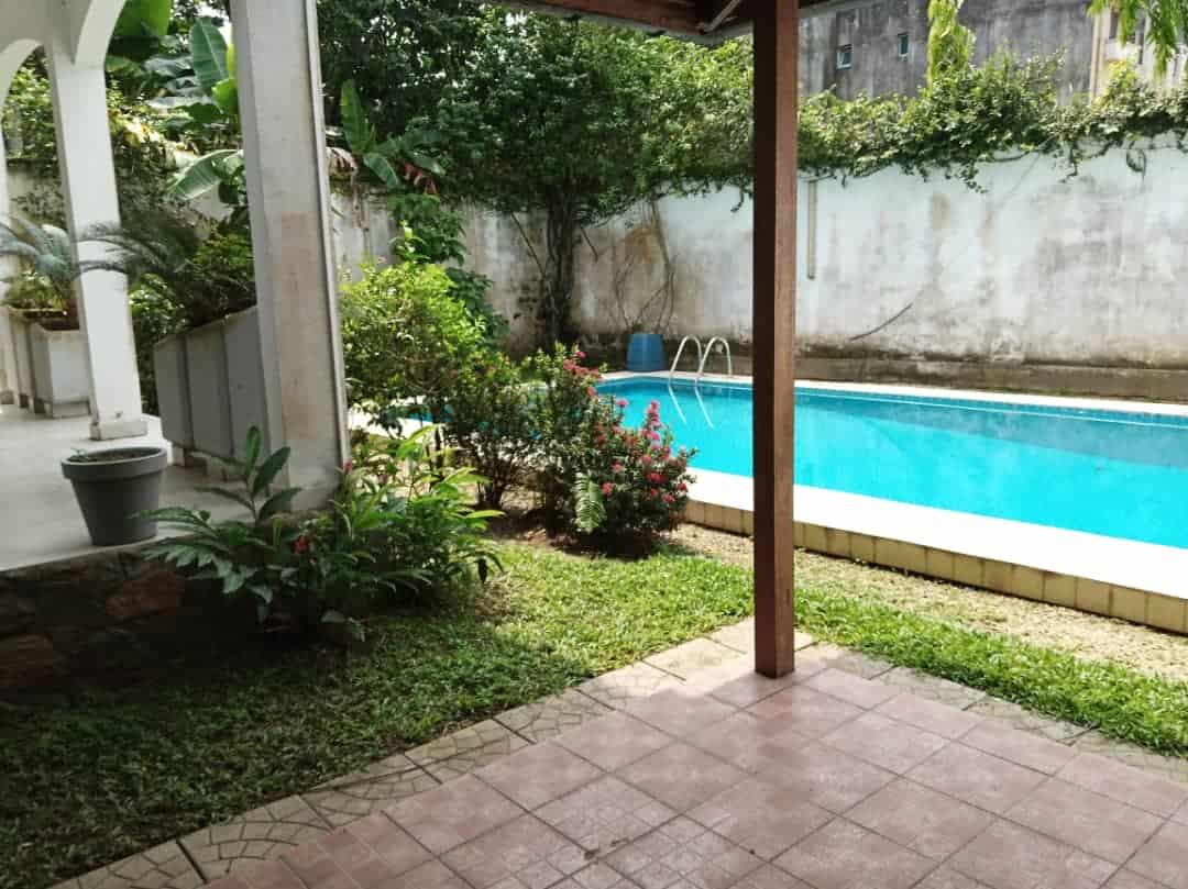House (Villa) to rent - Douala, Bonapriso, Avenue de Gaule - 1 living room(s), 4 bedroom(s), 3 bathroom(s) - 2 500 000 FCFA / month