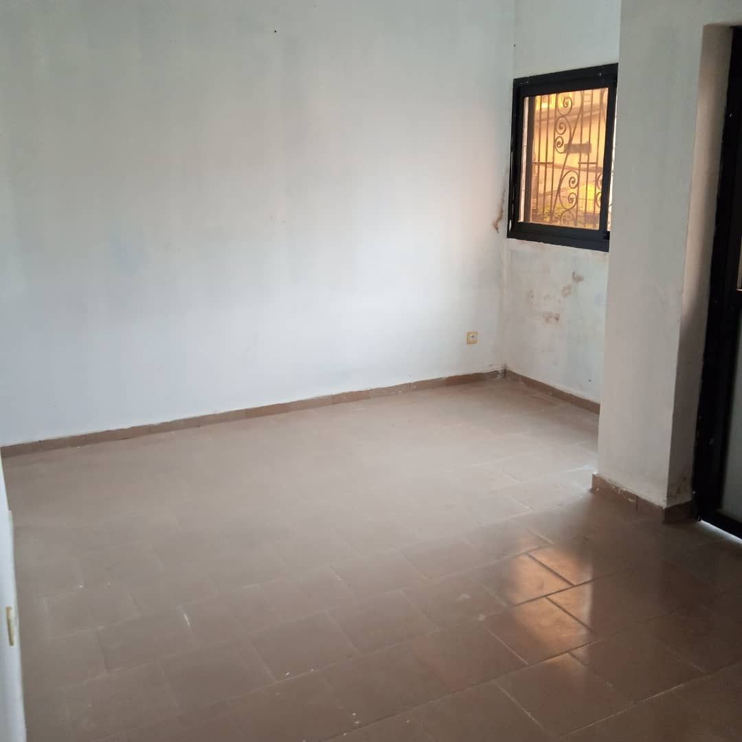 Apartment to rent - Douala, Bepanda, Bepanda - 1 living room(s), 1 bedroom(s), 1 bathroom(s) - 70 000 FCFA / month