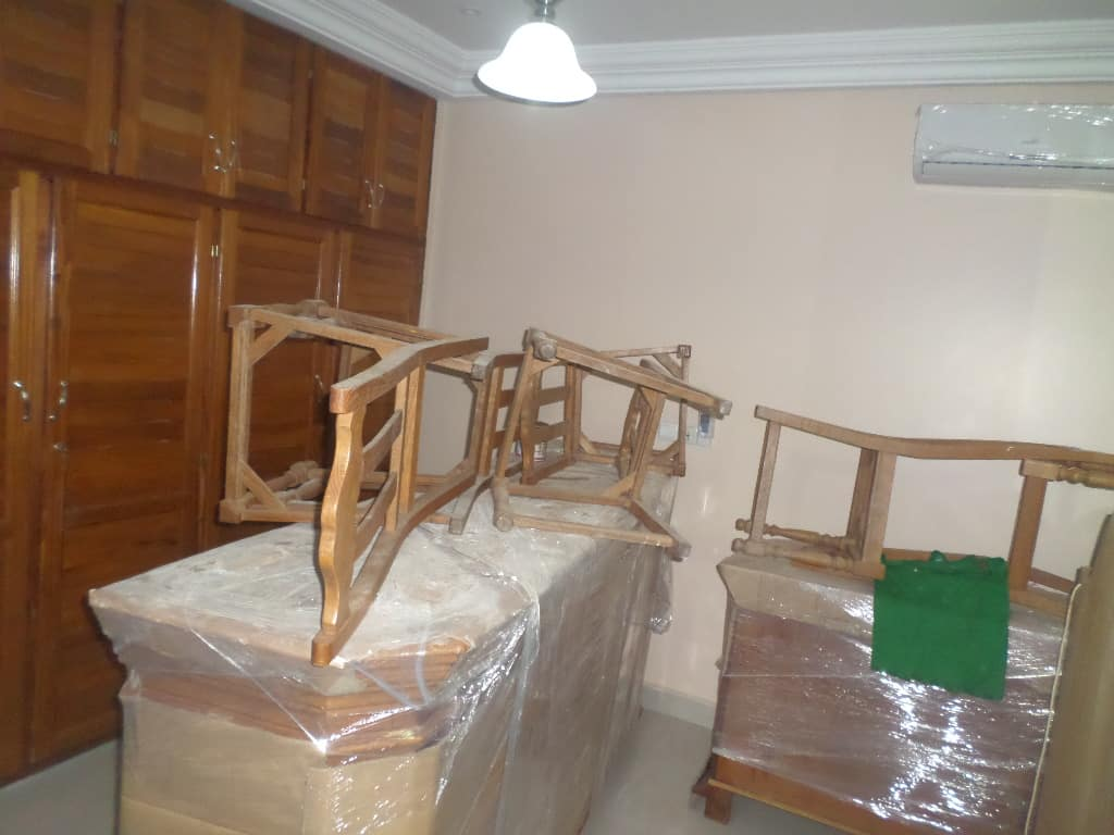 House (Villa) to rent - Yaoundé, Bastos, pas loin du golf - 1 living room(s), 4 bedroom(s), 3 bathroom(s) - 1 500 000 FCFA / month