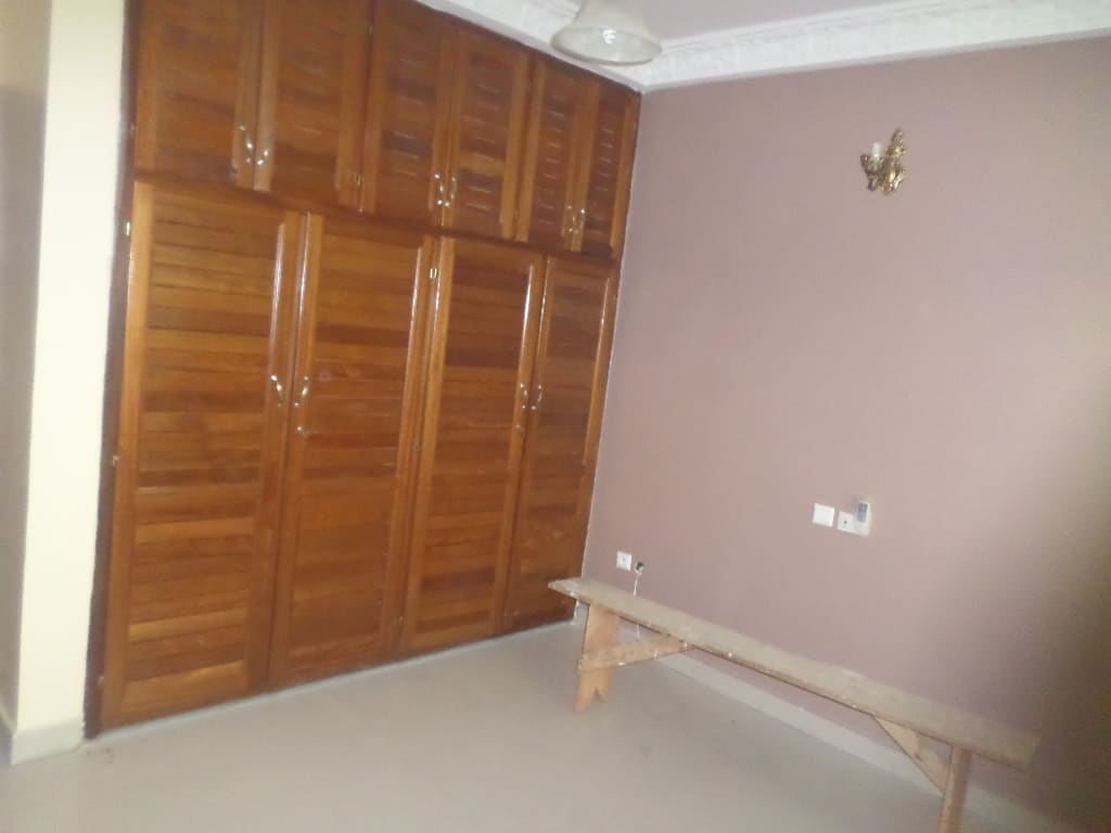 Office to rent at Yaoundé, Bastos, pas loin du golf -  m2 - 1 500 000 FCFA
