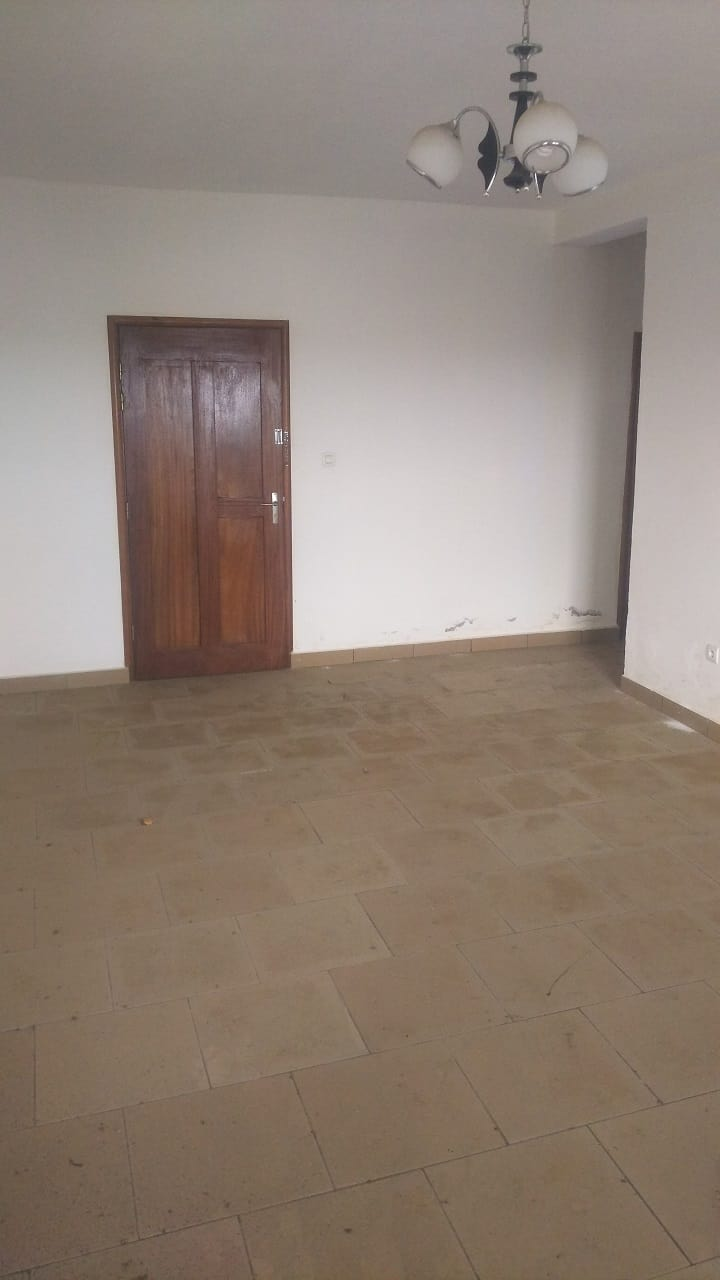 Apartment to rent - Douala, PK 08, Collège La Roche - 1 living room(s), 3 bedroom(s), 2 bathroom(s) - 150 000 FCFA / month