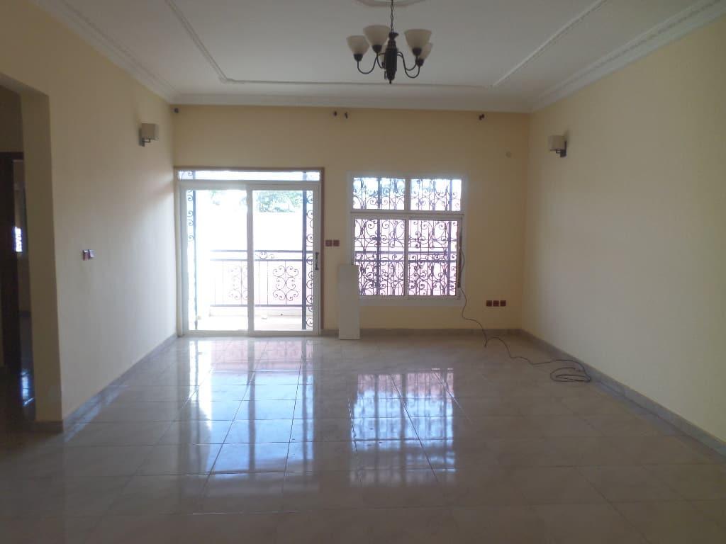 Apartment to rent - Yaoundé, Ekoumdoum, PAS LOIN DE HAPPI - 1 living room(s), 2 bedroom(s), 2 bathroom(s) - 200 000 FCFA / month