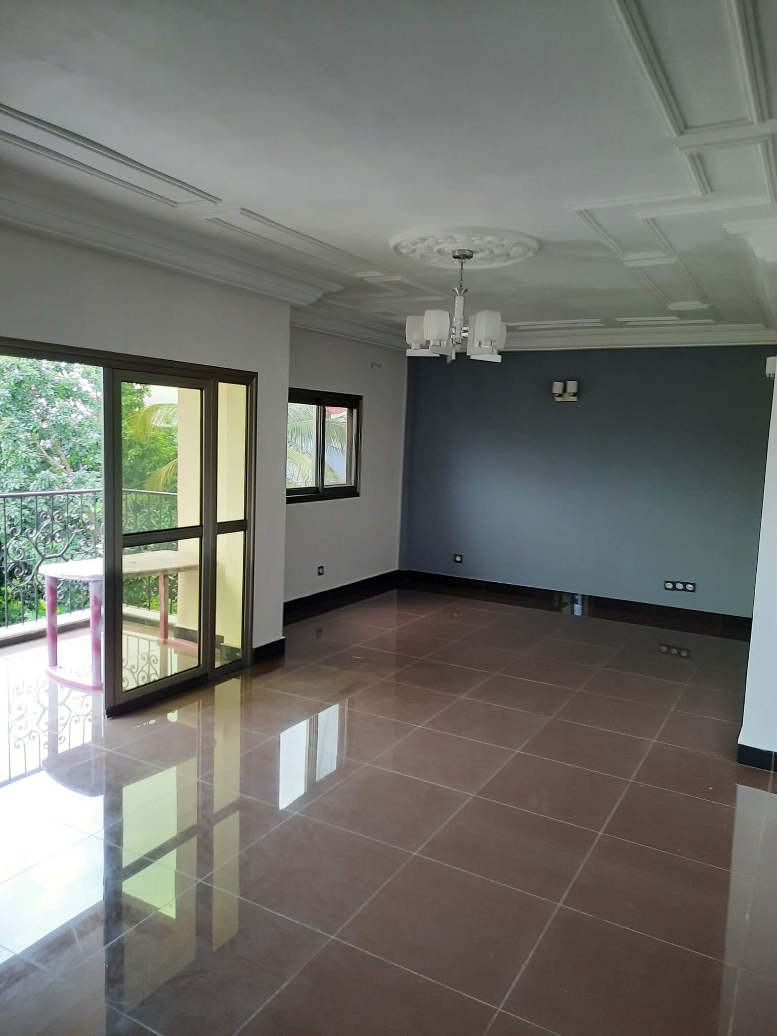 Apartment to rent - Douala, Logpom, Ver bassong - 1 living room(s), 2 bedroom(s), 3 bathroom(s) - 210 000 FCFA / month