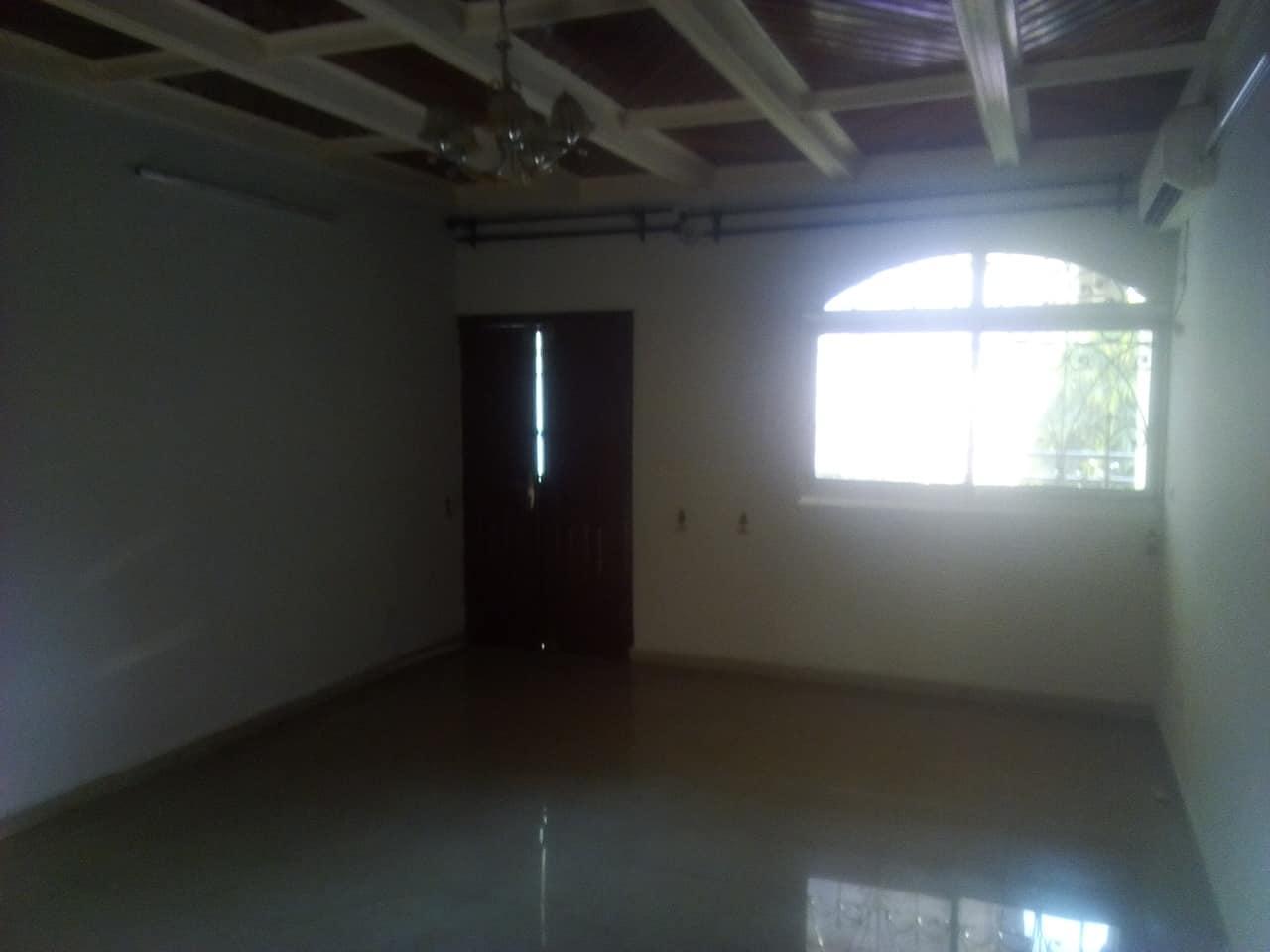Apartment to rent - Yaoundé, Mfandena, avenue foe - 1 living room(s), 2 bedroom(s), 2 bathroom(s) - 300 000 FCFA / month