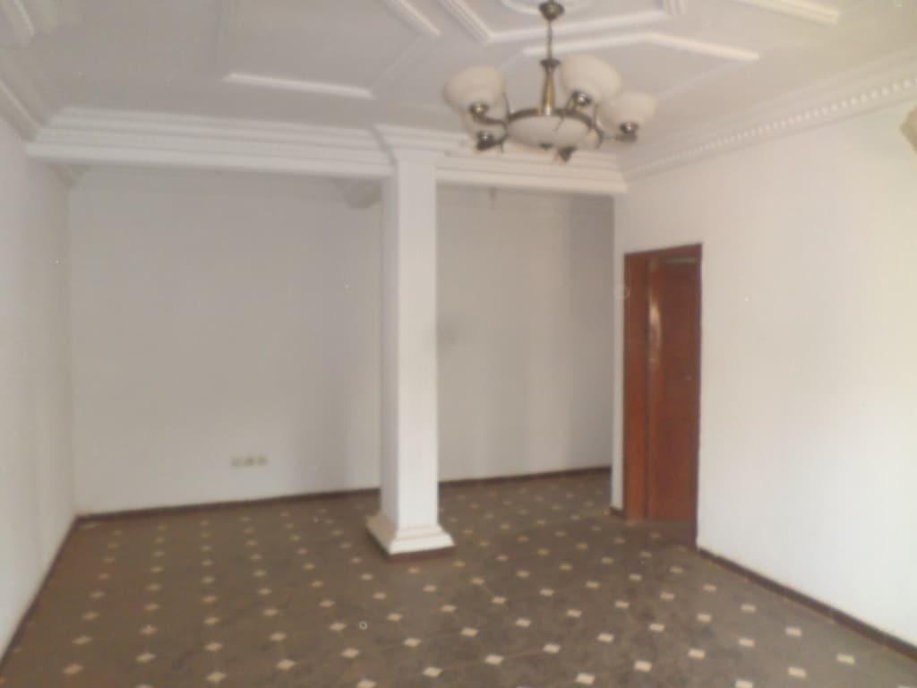 Apartment to rent - Yaoundé, Mfandena, pas loin de la carreiere - 1 living room(s), 2 bedroom(s), 2 bathroom(s) - 200 000 FCFA / month