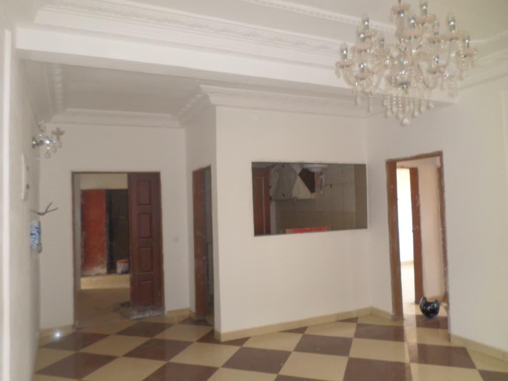 Apartment to rent - Yaoundé, Quartier Fouda, pas loin de ISTAG - 1 living room(s), 2 bedroom(s), 2 bathroom(s) - 220 000 FCFA / month