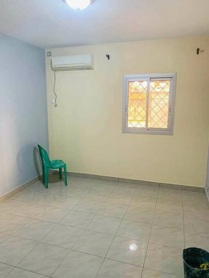 House (Villa) to rent - Douala, Makepe, Ver bloc L - 1 living room(s), 4 bedroom(s), 3 bathroom(s) - 230 000 FCFA / month