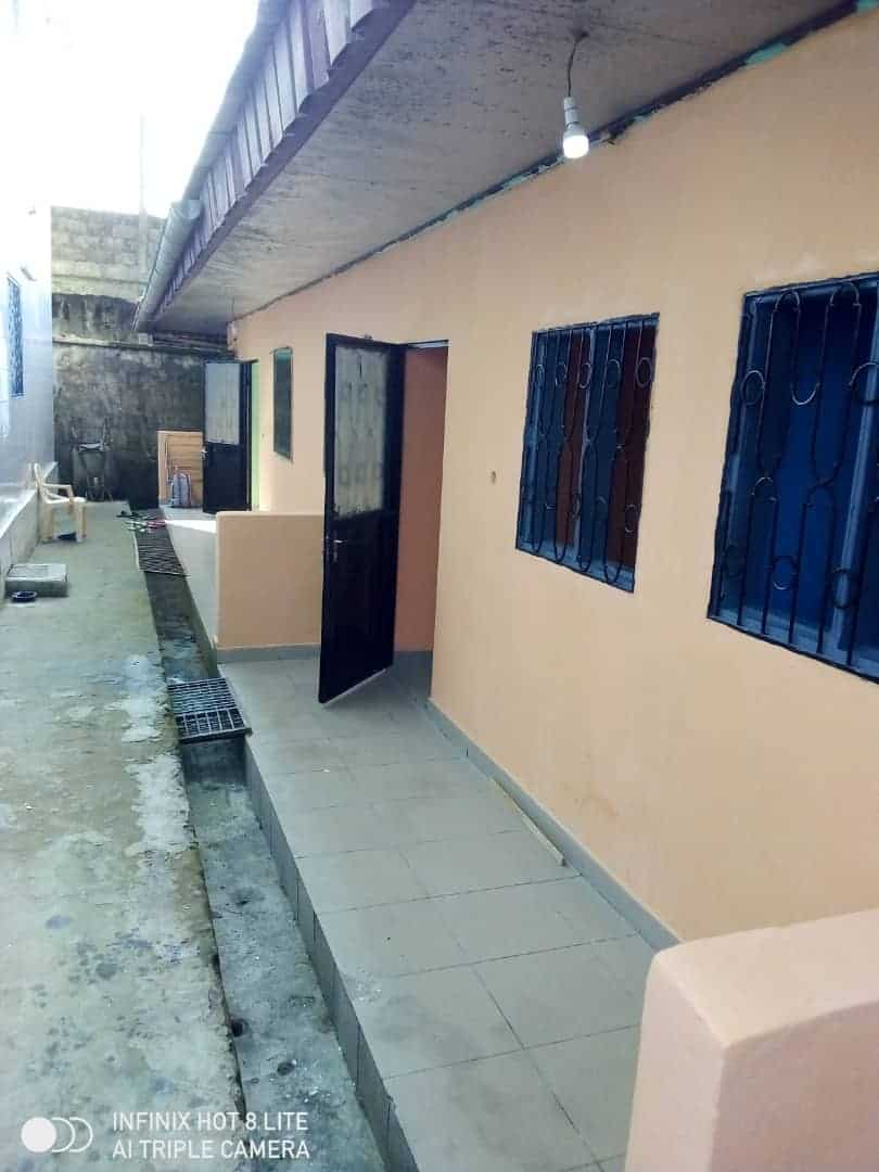 Apartment to rent - Douala, Logbessou II, Ver carrefour logbessou - 1 living room(s), 2 bedroom(s), 1 bathroom(s) - 65 000 FCFA / month