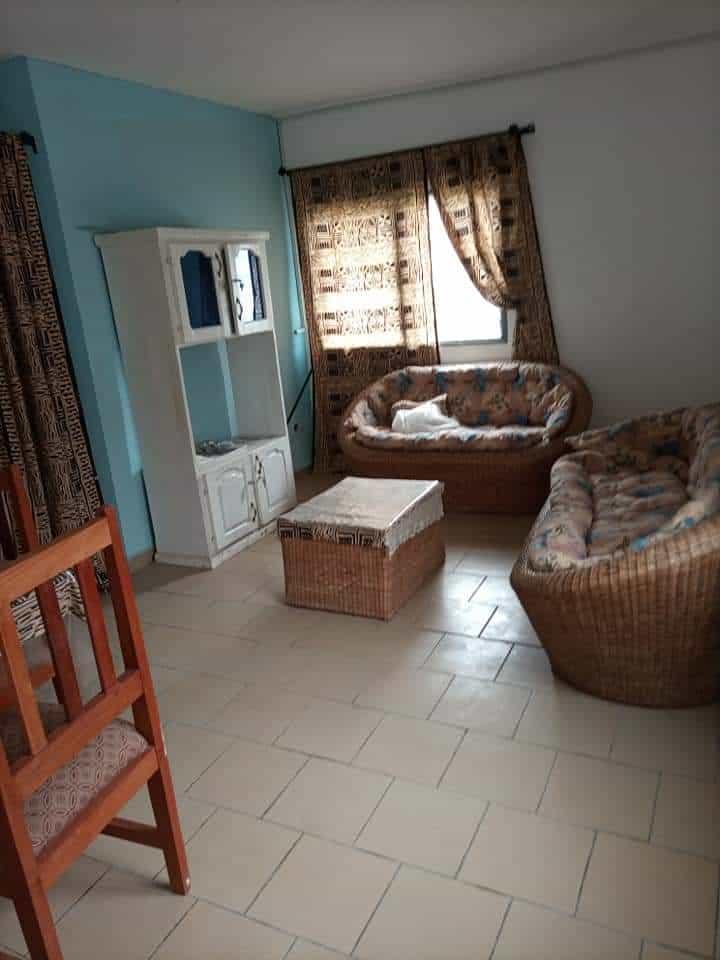 Apartment to rent - Douala, Makepe, APPARTEMENT 03CHAMBRES+02DOUCHES À LOUER À L'IMMEUBLE DERRIÈRE LE LYCÉE DE MAKEPE........100.000FCFA/MOIS. - 1 living room(s), 3 bedroom(s), 2 bathroom(s) - 100 000 FCFA / month