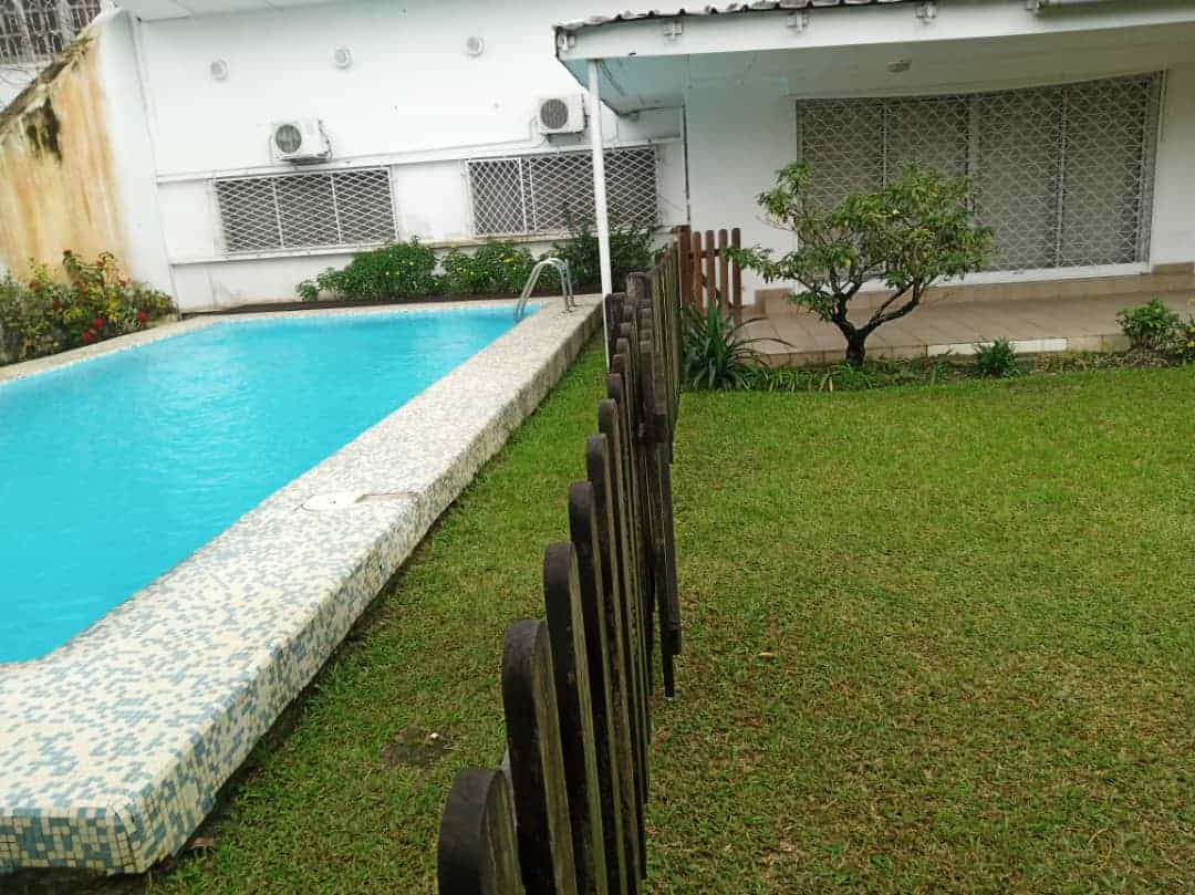 House (Villa) to rent - Douala, Bonapriso, Rue njo njo - 1 living room(s), 4 bedroom(s), 3 bathroom(s) - 2 500 000 FCFA / month