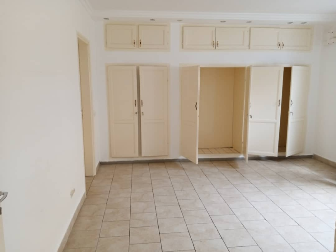 House (Villa) to rent - Douala, Bonapriso, Armée de l'air - 1 living room(s), 4 bedroom(s), 3 bathroom(s) - 2 500 000 FCFA / month
