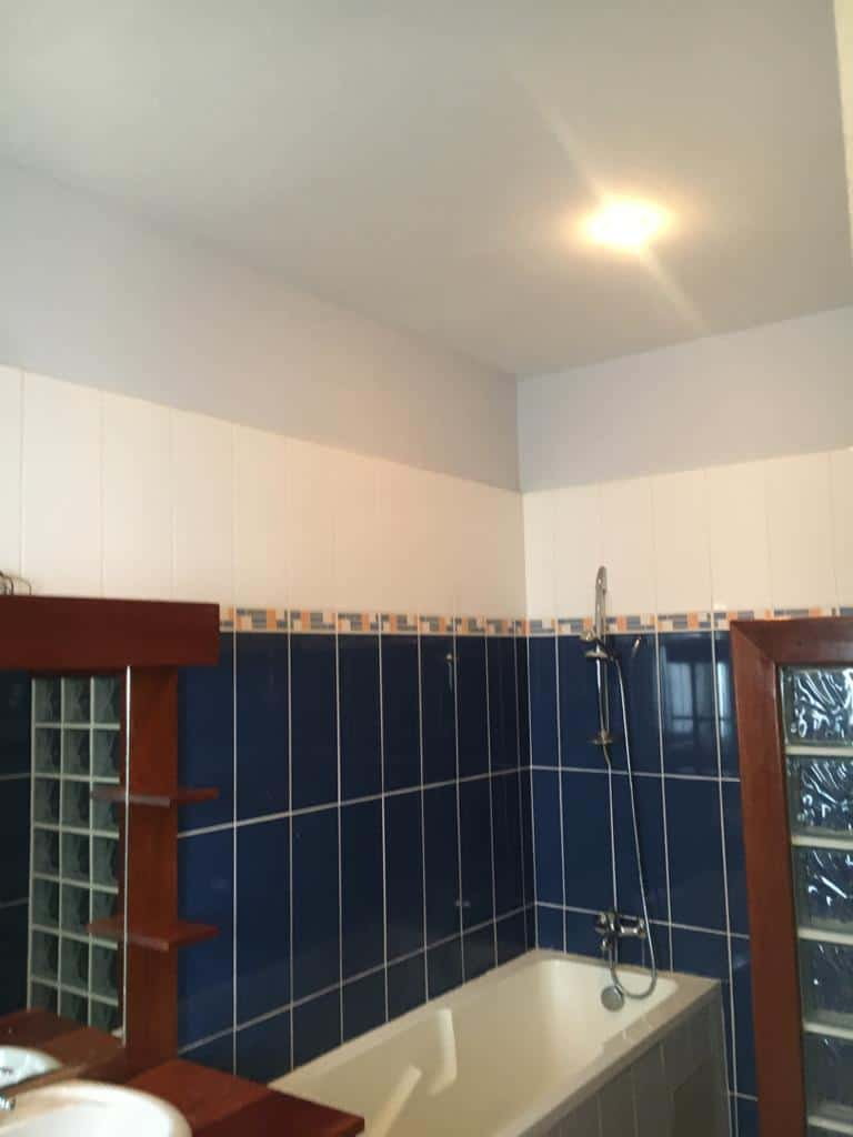 House (Villa) to rent - Douala, Bonapriso, Ribambelle - 1 living room(s), 4 bedroom(s), 3 bathroom(s) - 2 500 000 FCFA / month