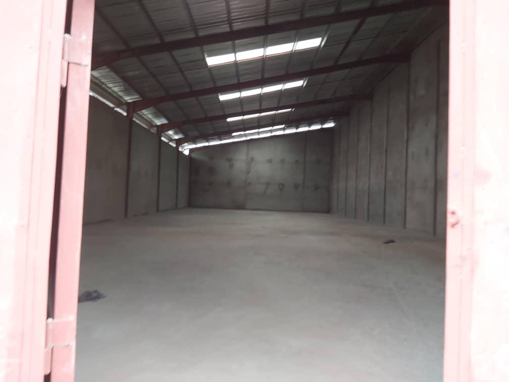Store to rent at Douala, Akwa I, Boulevard - 1000 m2 - 5 000 000 FCFA