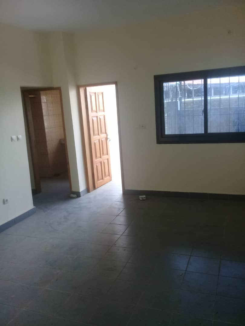 Apartment to rent - Douala, Bangue, Kotto - 1 living room(s), 2 bedroom(s), 3 bathroom(s) - 125 000 FCFA / month