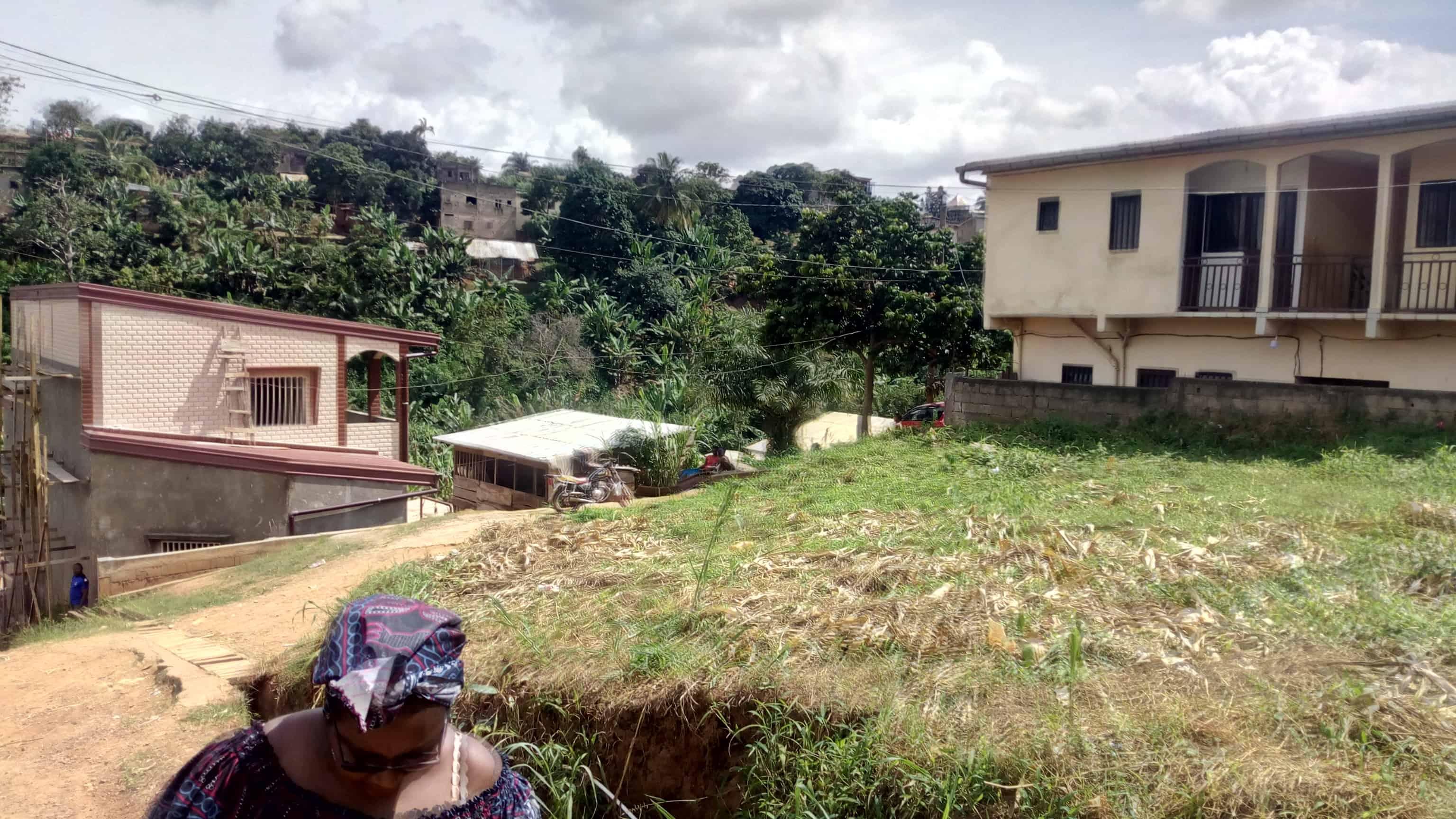 Land for sale at Yaoundé, Nkolmeseng, Terrain pour habition à vendre Yaoundé essos nkolmesseng - 400 m2 - 6 800 000 FCFA