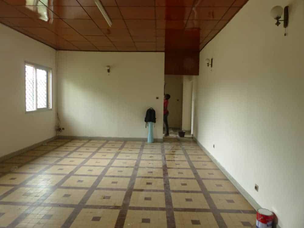 House (Villa) to rent - Yaoundé, Bastos, Bastos - 2 living room(s), 3 bedroom(s), 3 bathroom(s) - 1 500 000 FCFA / month