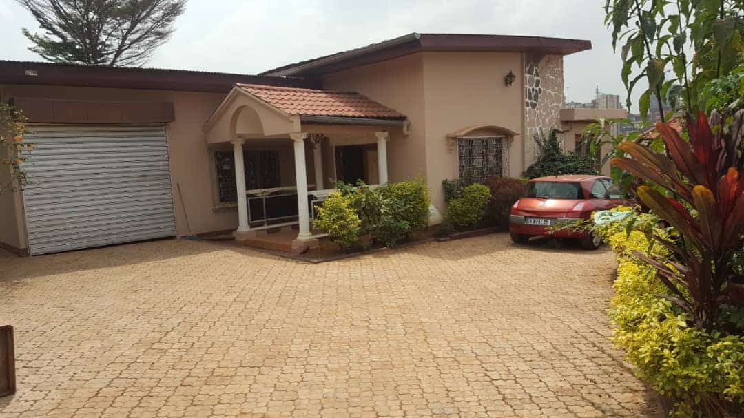 House (Villa) to rent - Yaoundé, Elig-essono, Ceper - 1 living room(s), 4 bedroom(s), 4 bathroom(s) - 1 200 000 FCFA / month