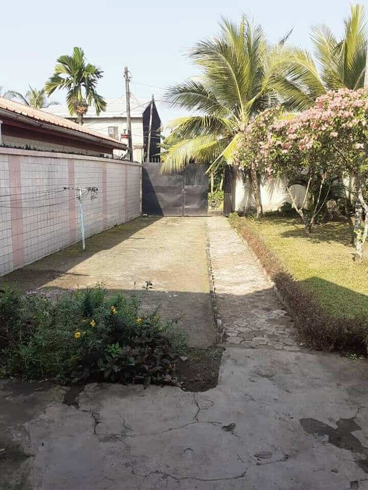 House (Wayside home) to rent - Douala, Bonamoussadi, Ver LA mosqué - 1 living room(s), 2 bedroom(s), 1 bathroom(s) - 160 000 FCFA / month