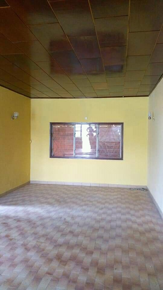 House (Villa) to rent - Yaoundé, Mfandena, Bicec omniport - 2 living room(s), 4 bedroom(s), 4 bathroom(s) - 50 000 FCFA / month