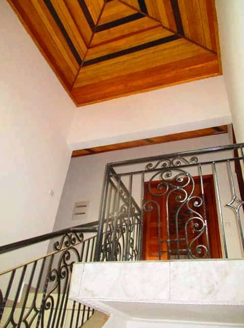 House (Duplex) to rent - Yaoundé, Mfandena, Omnisport - 3 living room(s), 5 bedroom(s), 5 bathroom(s) - 1 000 000 FCFA / month