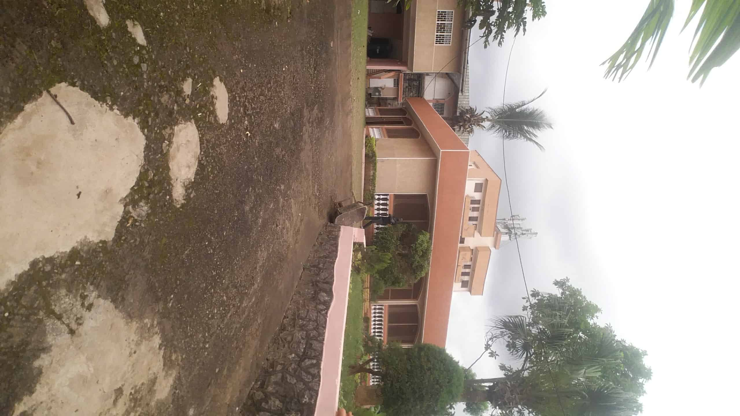 House (Villa) to rent - Yaoundé, Mfandena, Nouvelle route omnisport - 3 living room(s), 4 bedroom(s), 3 bathroom(s) - 900 000 FCFA / month