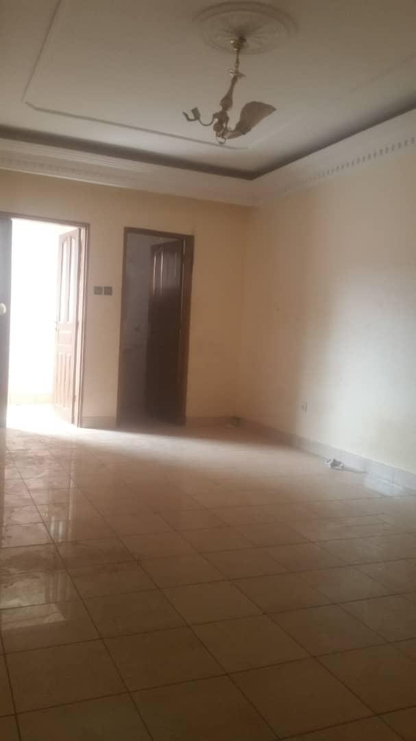 House (Duplex) to rent - Yaoundé, Mfandena, Titigarage - 2 living room(s), 5 bedroom(s), 4 bathroom(s) - 350 000 FCFA / month