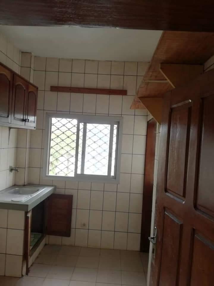 Apartment to rent - Douala, Bonamoussadi, Ver bloc sonel - 1 living room(s), 3 bedroom(s), 2 bathroom(s) - 175 000 FCFA / month