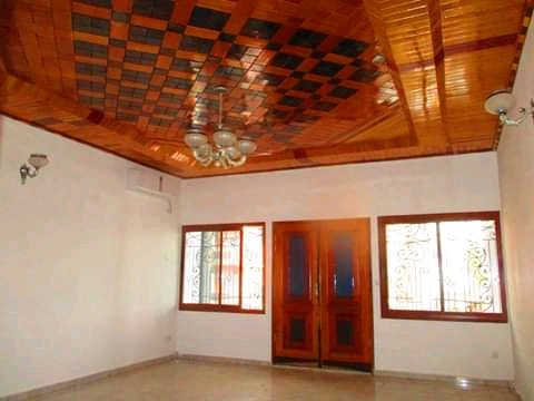 House (Duplex) to rent - Yaoundé, Mfandena, Omnisport - 3 living room(s), 4 bedroom(s), 5 bathroom(s) - 1 000 000 FCFA / month