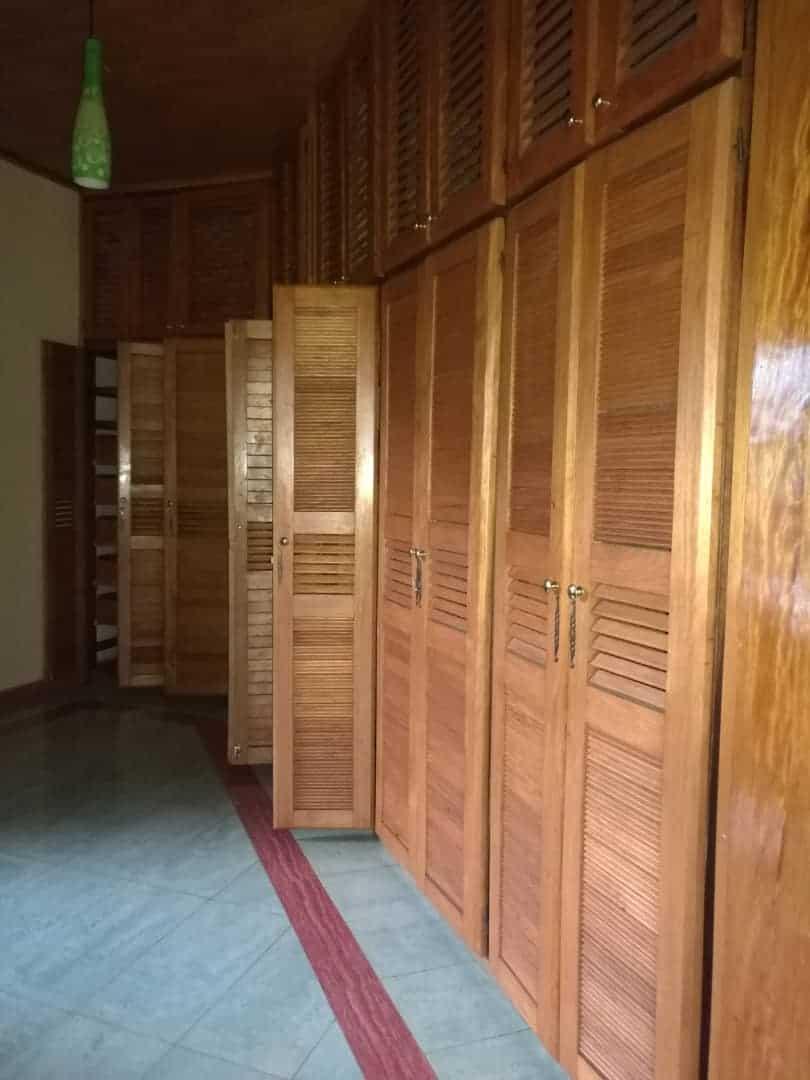 House (Duplex) to rent - Yaoundé, Bastos, Golf - 3 living room(s), 5 bedroom(s), 6 bathroom(s) - 2 000 000 FCFA / month